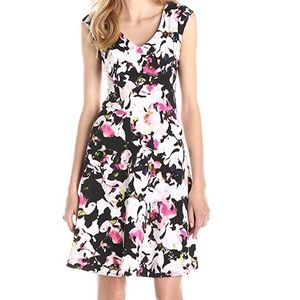 Gabby Skye Vneck Cap Sleeve Floral Dress